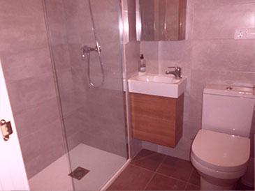 Piso reformado en venta con calefacción en Santa Rosa - Aseo y ducha