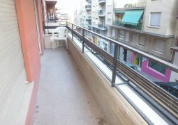 Piso con terraza y trastero en venta en la zona de Santa Rosa-balcon