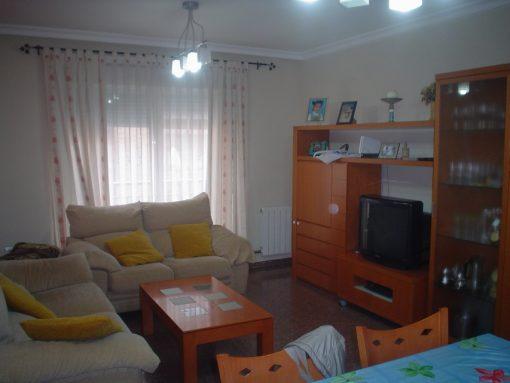 Bonito piso en venta con patio en la cocina en Santa Rosa-salon