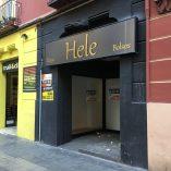 Local comercial reformado en ensanche-fachada